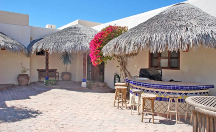 Rocky-Point-Las-Palapitas-courtyard-with-bar